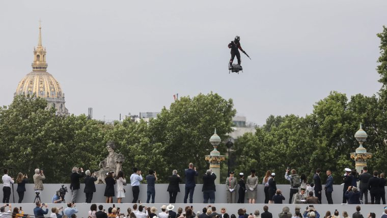 TOPSHOT-FRANCE-BASTILLE-DAY-PARADE